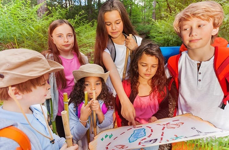 group of kids playing scavenger hunt